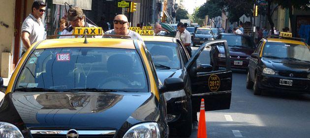 La iniciativa de colocar pantallas con micrófono y cámaras en taxis avanza en el Concejo.