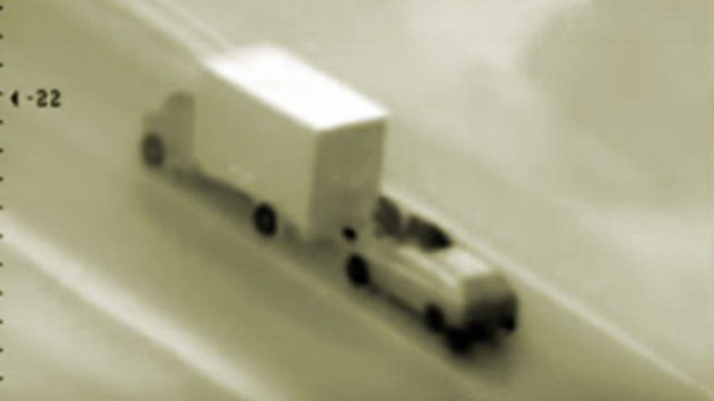 Las cámaras de seguridad registraron el robo en plena autopista.