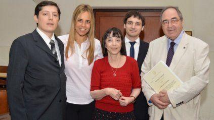 """La nefróloga María Cristina Vázquez (en el centro) había sido distinguida en 2015 por el Concejo Municipal """"por su vasta trayectoria médica y por su aporte académico""""."""