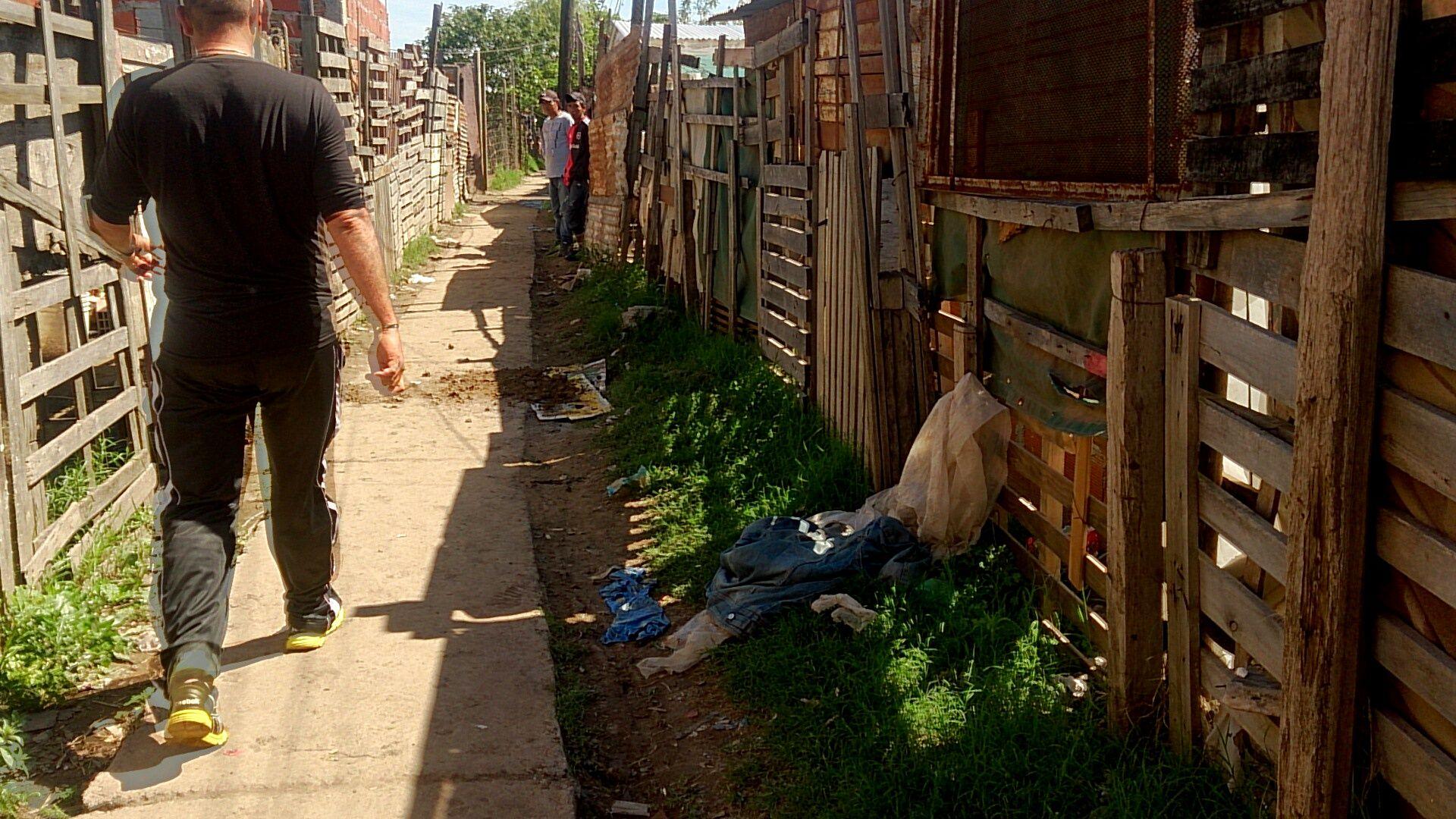 Los vecinos que viven en el pasillo de Maradona y Campbell
