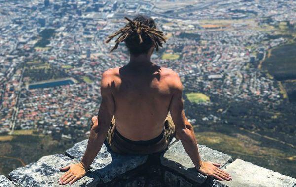 Louis Cole tiene 31 años y se pasó el 2014 viajando por el mundo sin gastar un centavo.