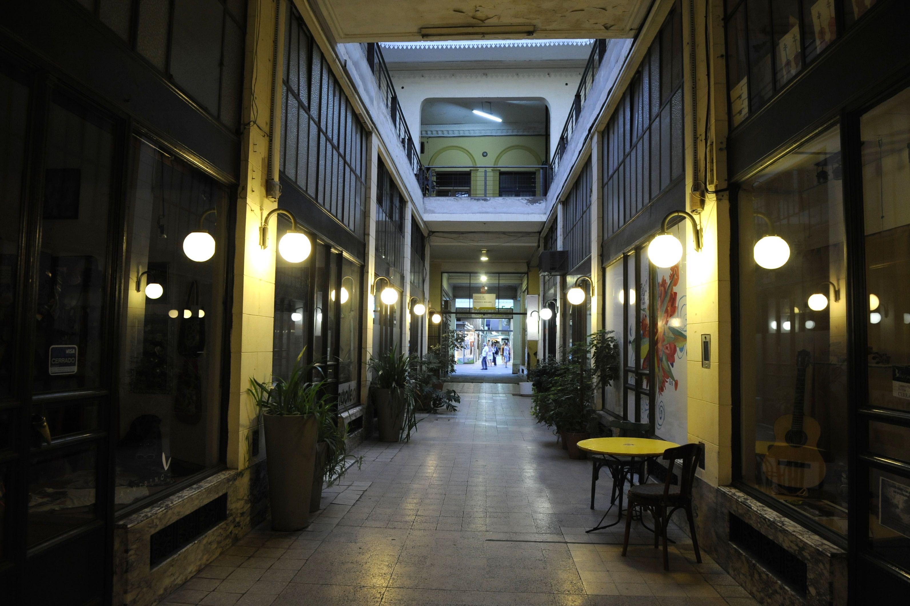 La histórica galería que conecta la peatonal Córdoba con Santa Fe. (Foto de archivo)