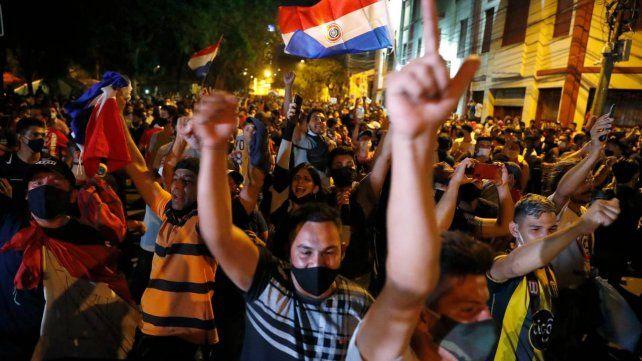 Pocos días hubo protestas en Paraguay contra el gobierno por el manejo de la crisis.