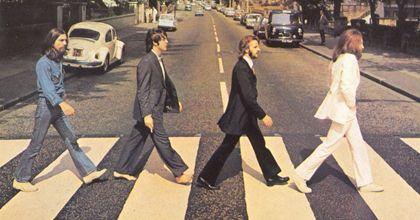 Subastan por 6.500 dólares una película inédita de los Beatles en EEUU