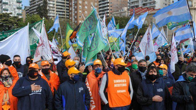 Los trabajadores aceiteros protagonizaron otro paro histórico se convirtieron en referencia nacional para las paritarias
