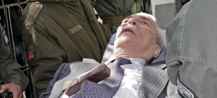 Retiraron a Bussi en camilla y suspendieron el juicio en Tucumán