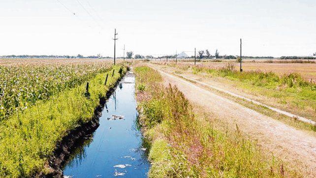 riesgo ambiental. Los canales son depositarios del volcamiento.