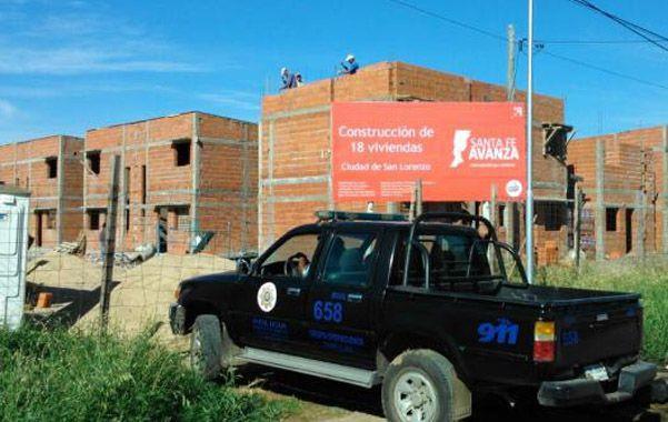 Custodia. La policía reforzó la custodia en el predio de la calle Batería Libertad del barrio José Hernández.