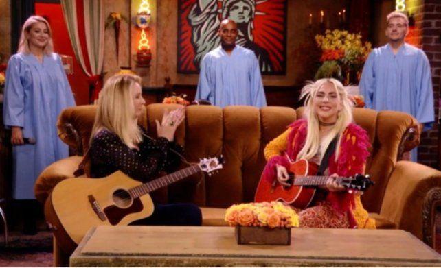 Lady Gaga interpretó Smelly Cat junto a Phoebe en el regreso de Friends