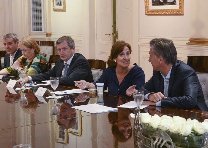 Michetti dialoga con el presidente Macri durante la primera reunión de gabinete hoy en la Casa Rosada.
