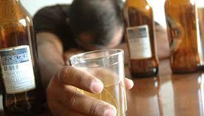 Sin control. El alcohólico puede emborracharse todos los días o sólo en ocasiones pero siempre bebe en exceso.