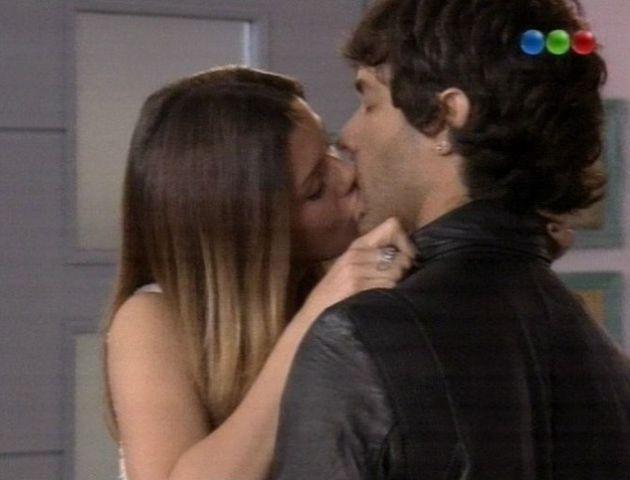 Eugenia Suárez y Mariano Martínez interpretaron una escena subida de tono en el último capítulo de Camino al amor.