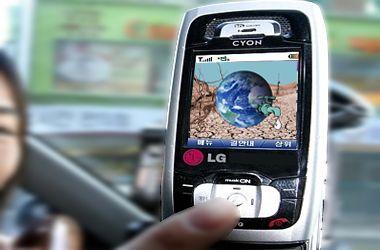 Un celular ayudará a inmigrantes ilegales a buscar agua y les dará poesías