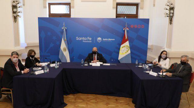 """Omar Perotti: """"Mostrar logros concretos nos afirma en el compromiso con los habitantes de la región""""."""