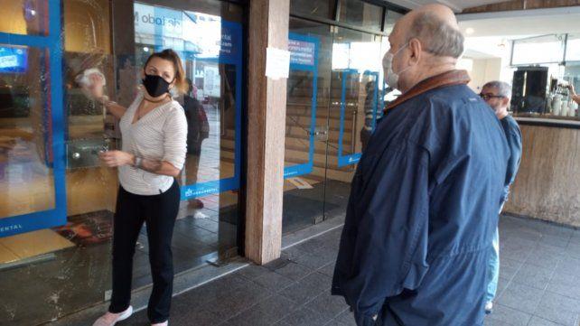 Entusiasmo y emoción de los vecinos por la vuelta del cine en Rosario