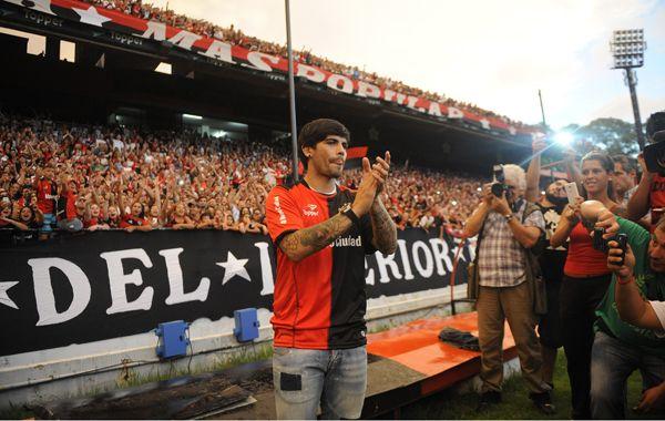 Banega llegó a préstamo a Newells hace 6 meses y fue recibido por una multitud.