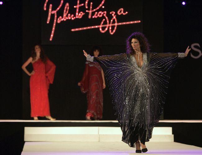 El diseñador de alta costura Roberto Piazza presentó su colección con desnudos totales
