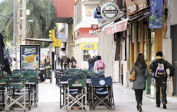 A la altura de corrientes. El paseo de la avenida más importante de Rosario no está en su mejor momento.