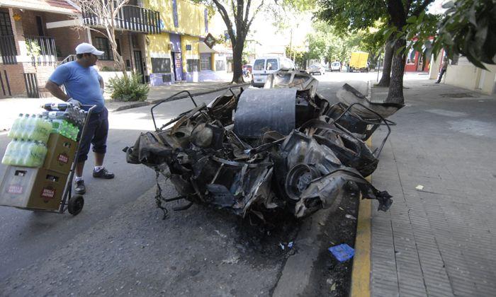 Explotó el tanque de gas de un auto y provocó detrozos en varios comercios