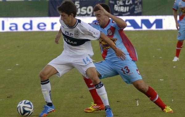 Gimnasia La Plata derrotó al duro Arsenal y quedó a tres de la punta