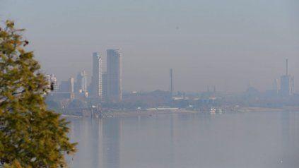El humo proveniente de las islas se hizo sentir con fuerza durante la mañana rosarina.