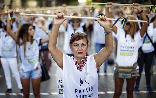 Costumbre. Cientos de manifestantes marcharon ayer contra el festejo.