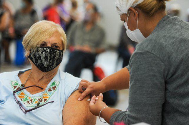 Llegan más vacunas Sputnik y en Rosario serán para quienes tienen entre 65 y 66 años