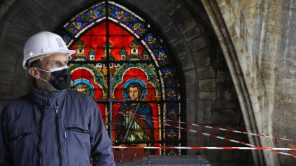 Macron recorrió la catedral, en plena reconstrucción. El incendio de hace dos años la destruyó casi por completo.