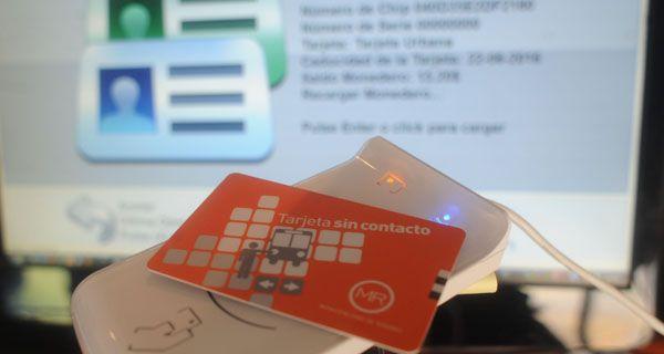 Debutó la tarjeta inteligente, que en seis meses reemplazará a la magnética
