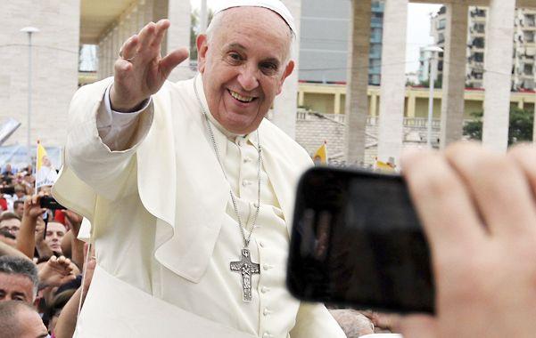 El Papa cumplió ayer una maratónica visita a Albania.