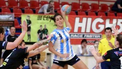 Luciana Mendoza, la lateral que actúa en el Merignac francés, integra el plantel que irá a Asunción.