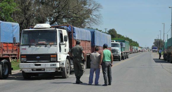 Conflicto en los puertos congestiona las rutas del sur santafesino