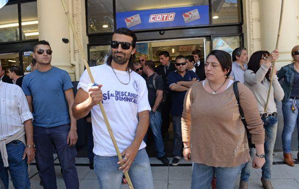 En lucha. Los mercantiles protagonizaron varias acciones el año pasado frente a los súper. (foto: Silvina Salinas)