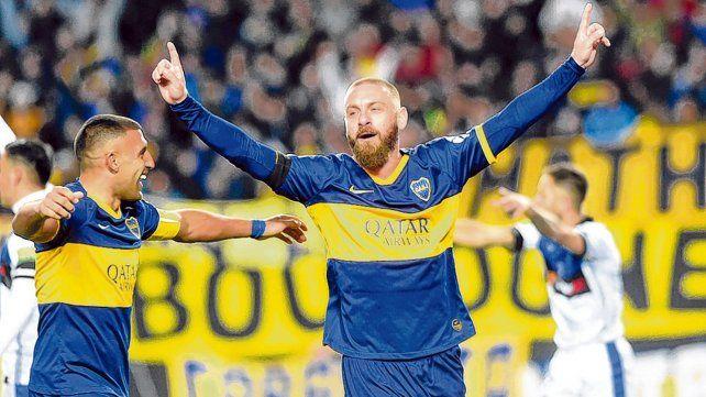 El momento de la ilusión. De Rossi celebra el gol de cabeza. Después salvó el empate y cuando lo cambiaron Boca ganaba. Después...