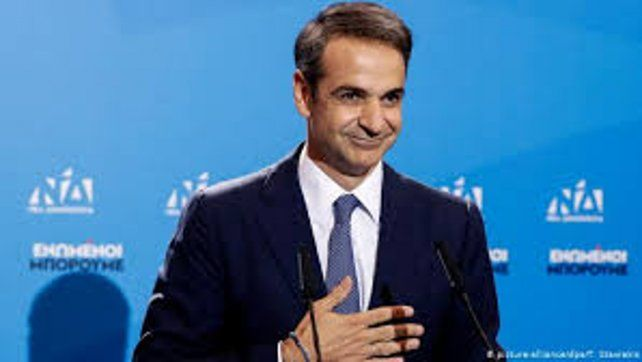 El nuevo primer ministro Kyriakos Mitsotakis tuiteó que la abolición de los controles de capital es una condición necesaria para atraer la inversión y el crecimiento.
