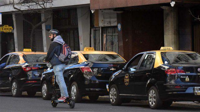 Los taxistas quieren que la Intendencia pueda fijar aumentos de la tarifa