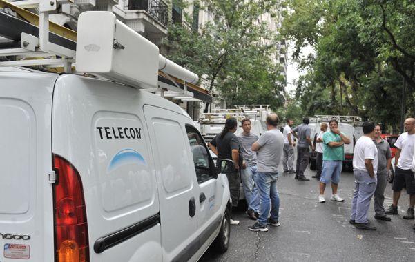 Protesta. Trabajadores de Telecom cortaron ayer Dorrego al 700