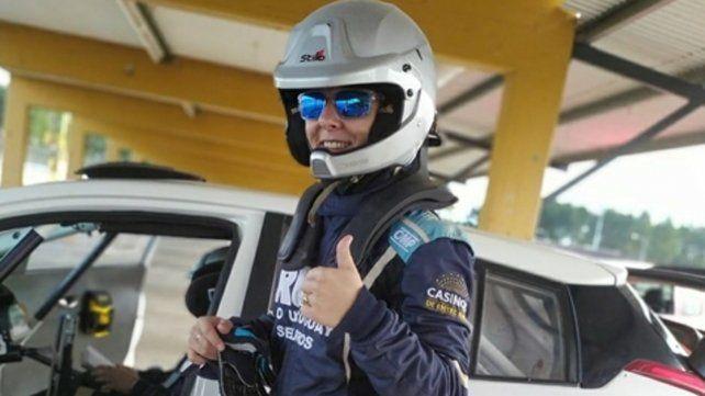 Nadia Cutro se baja del Toyota Yaris y todo parece estar bien. Aspira a correr en la mayor del rally argentino con ese modelo.