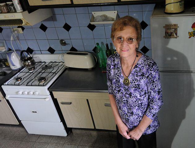 Teolina en la cocina de su casa donde prepara comidas riquísimas para toda la familia.