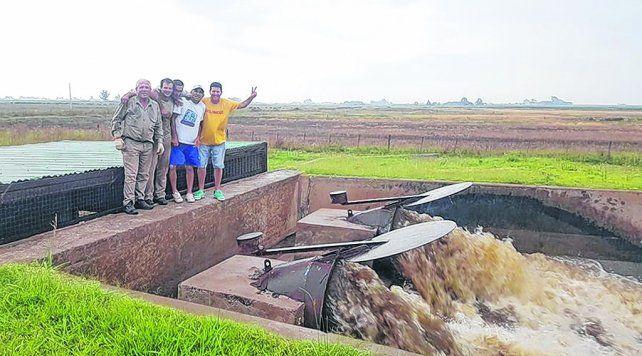 Crítico. El nivel del espejo de agua amenaza con romper las defensas que protegen a la planta urbana.