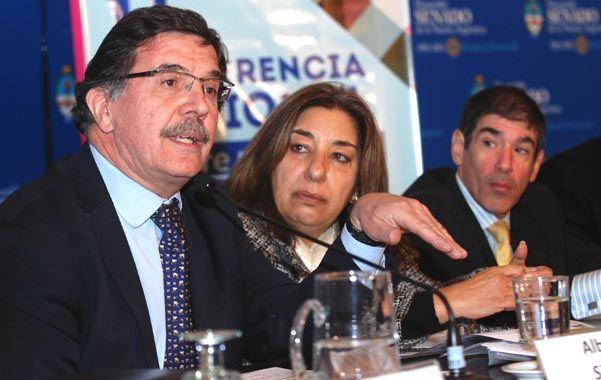 Tendencia. El ministro Sileoni (izquierda) en la apertura del encuentro.