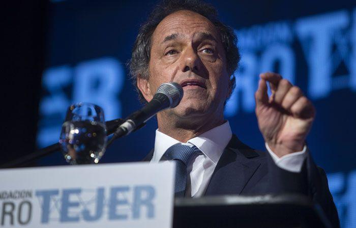 El diputado justificó la ausencia de Daniel Scioli en el debate presidencial.