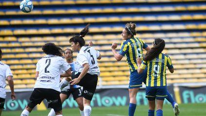 El cabezazo de Virginia Coronel terminó en las manos de Ariana Álvarez cuando aún iban 0 a 0.