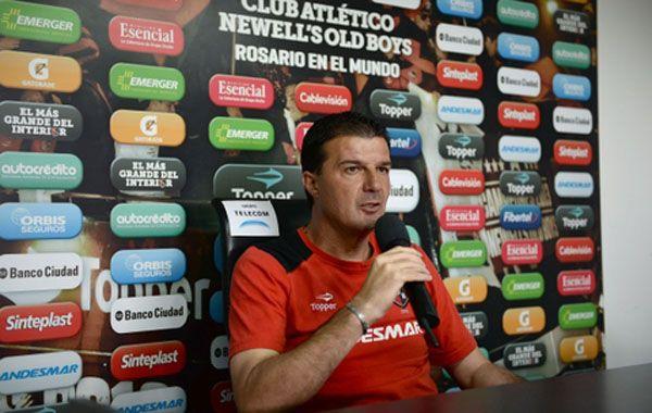 Raggio sorprendió al confirmar el equipo 72 horas antes del partido ante los del Patón Bauza.