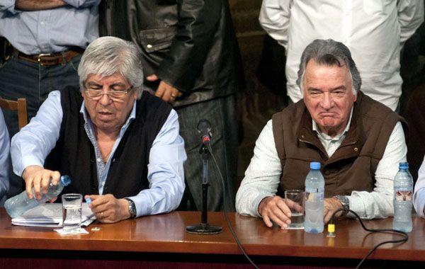 Los titulares de las centrales sindicales opositoras Hugo Moyano y Luis Barrionuevo