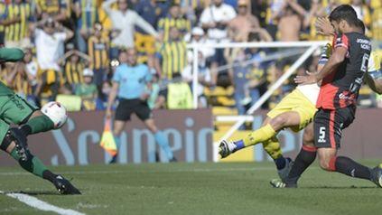 Ruben aprovecha el rebote en Ibañez y marca el 1 a 0.