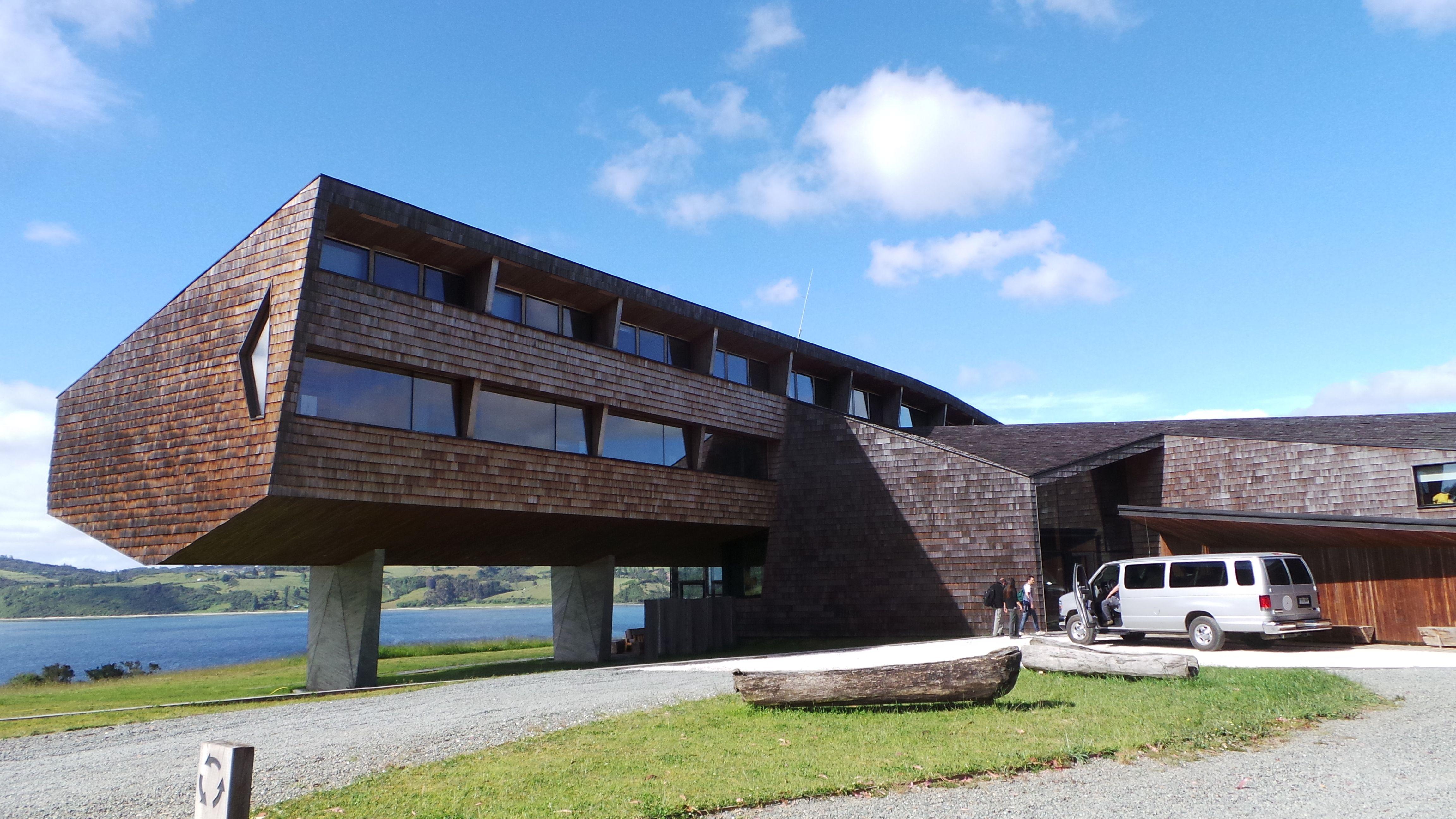 El hotel Tierra Chiloé se destaca por su arquitectura modernista