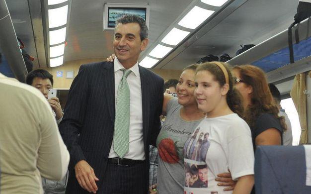 El ministro del Interior y Transporte estuvo en la partida del tren rumbo a Rosario.