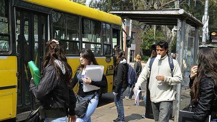 Vuelta de los colectivos a La Siberia: estudiantes y la FUR llevan sus reclamos a la Municipalidad