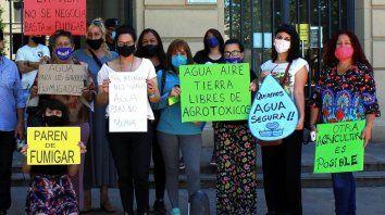 Según la abogada Sabrina Ortiz, los vecinos de Pergamino están decididos a manifestar diariamente ante el palacio municipal si no restituyen el servicio de agua apta para consumo humano a los barrios contaminados.